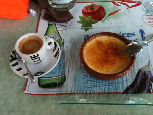 Crème brûlée et café