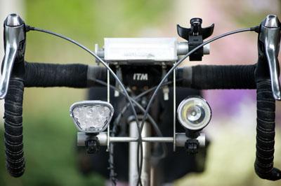 CatEye HL-EN300 et EN530 en place sur le vélo