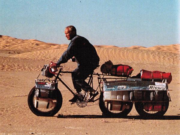 Jean NAUD sur sa tricyclette