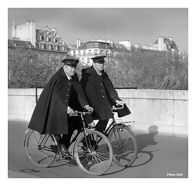 Agents de police à vélo = Hirondelles