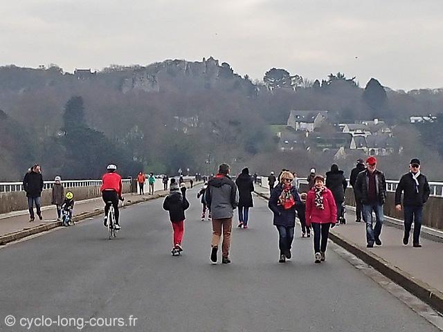 Le pont Albert Louppe le dimanche après-midi
